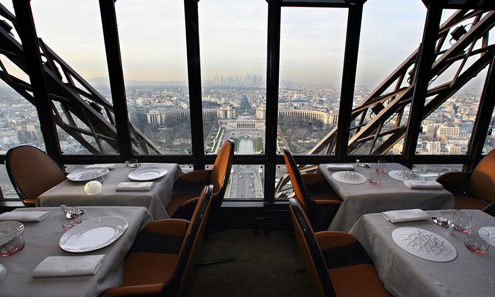 ресторан жюль верн в париже фото