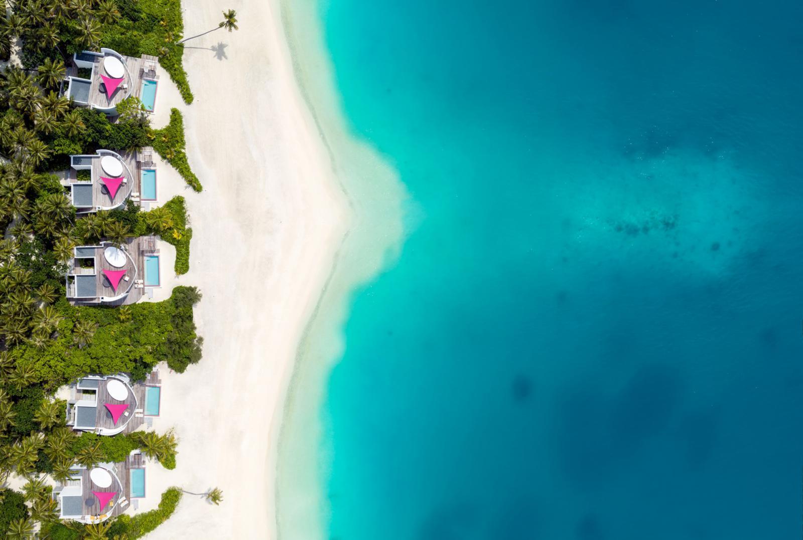 Отель LUX* North Malé Atoll на Мальдивах