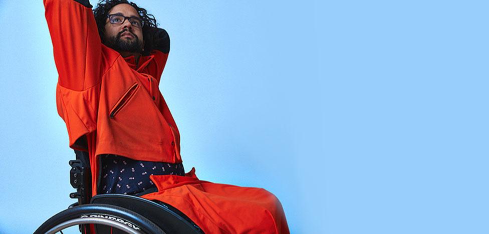 Инклюзия и мода: водонепроницаемый костюм для инвалидов