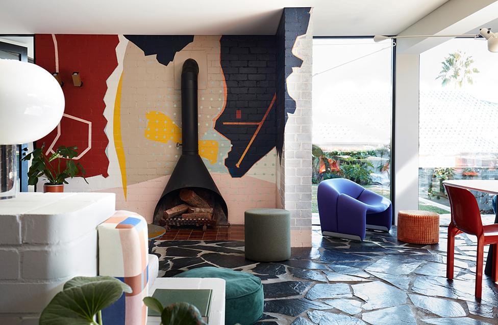 Amber Road: красочный дом с фресками