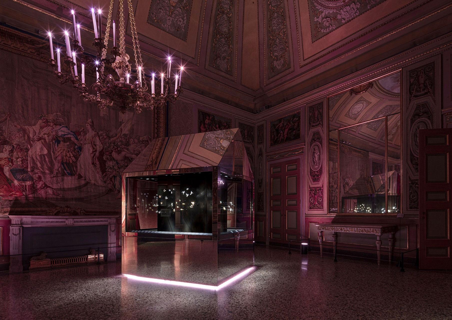 Джоанна Гравундер для Van Cleef & Arpels: выставка о времени и любви
