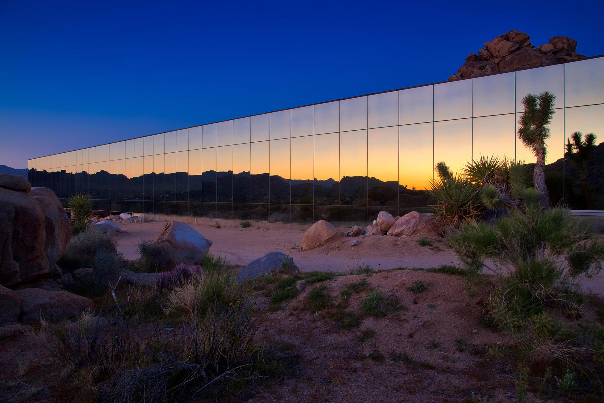 Зеркальный дом Криса Хэнли