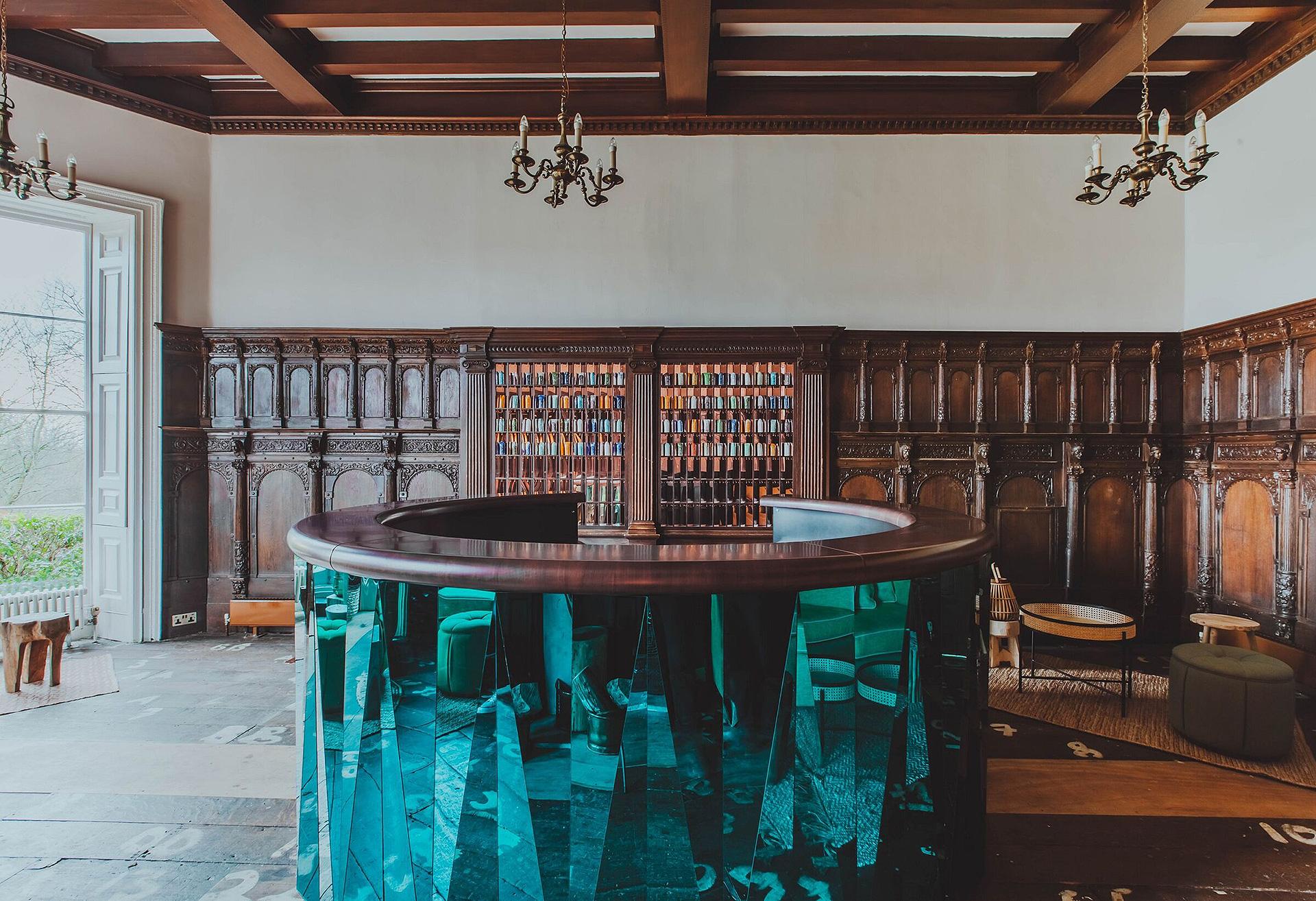 Red Deer: обновленный отель в английской усадьбе