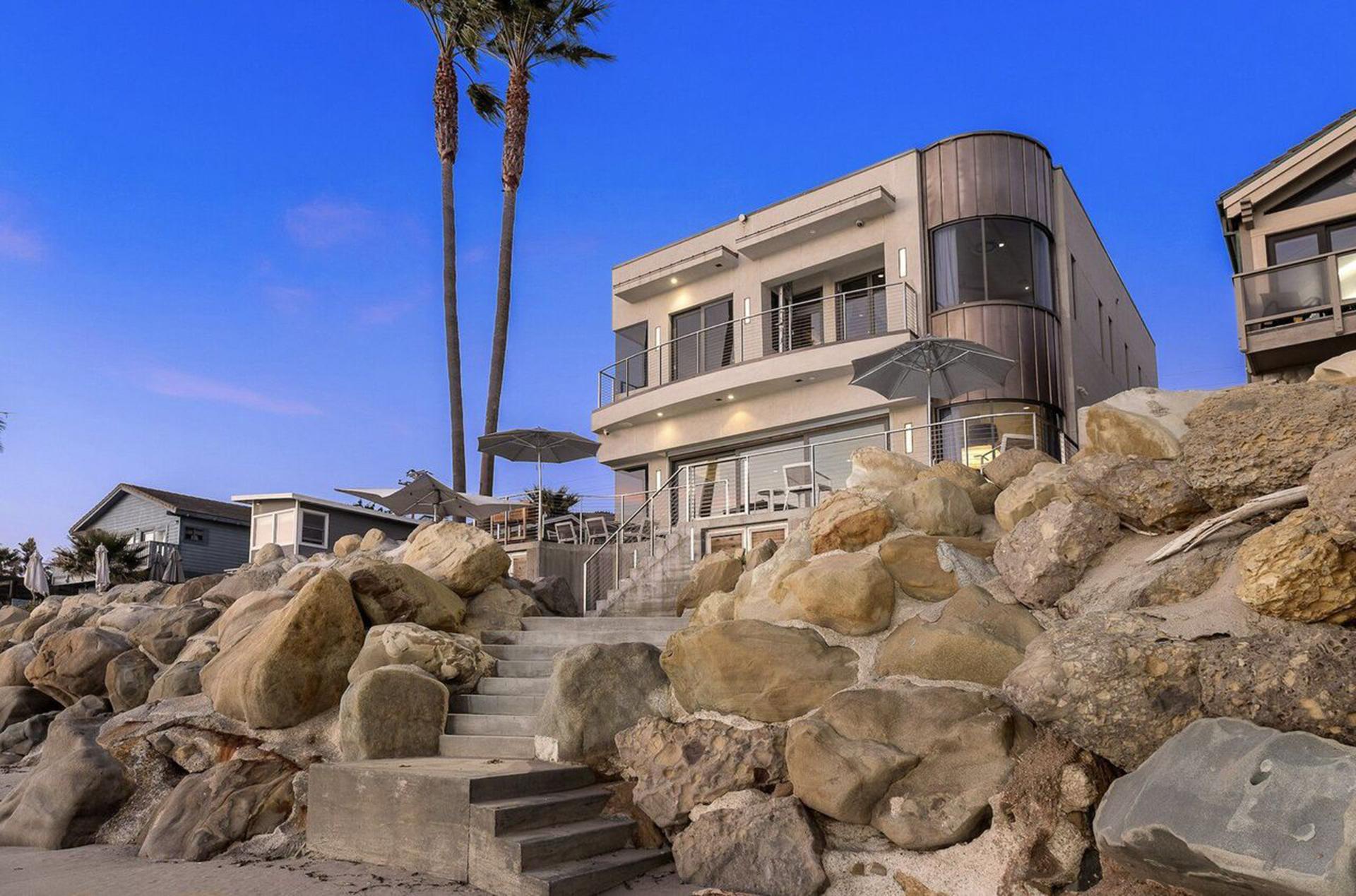 Брайан Крэнстон продает свой экологичный дом в Калифорнии