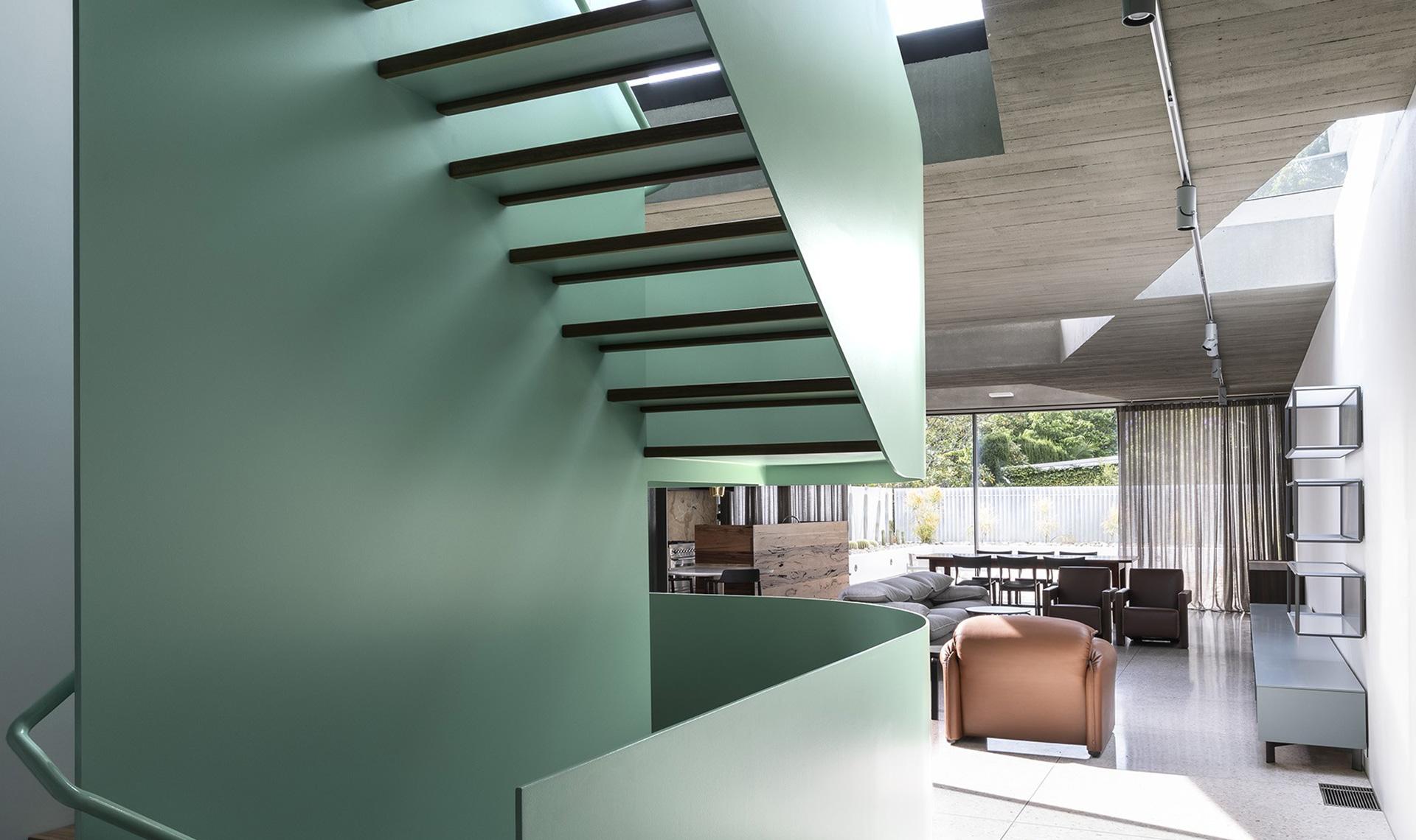 Студия CO-AP: дом с зеленой лестницей в Вулларe