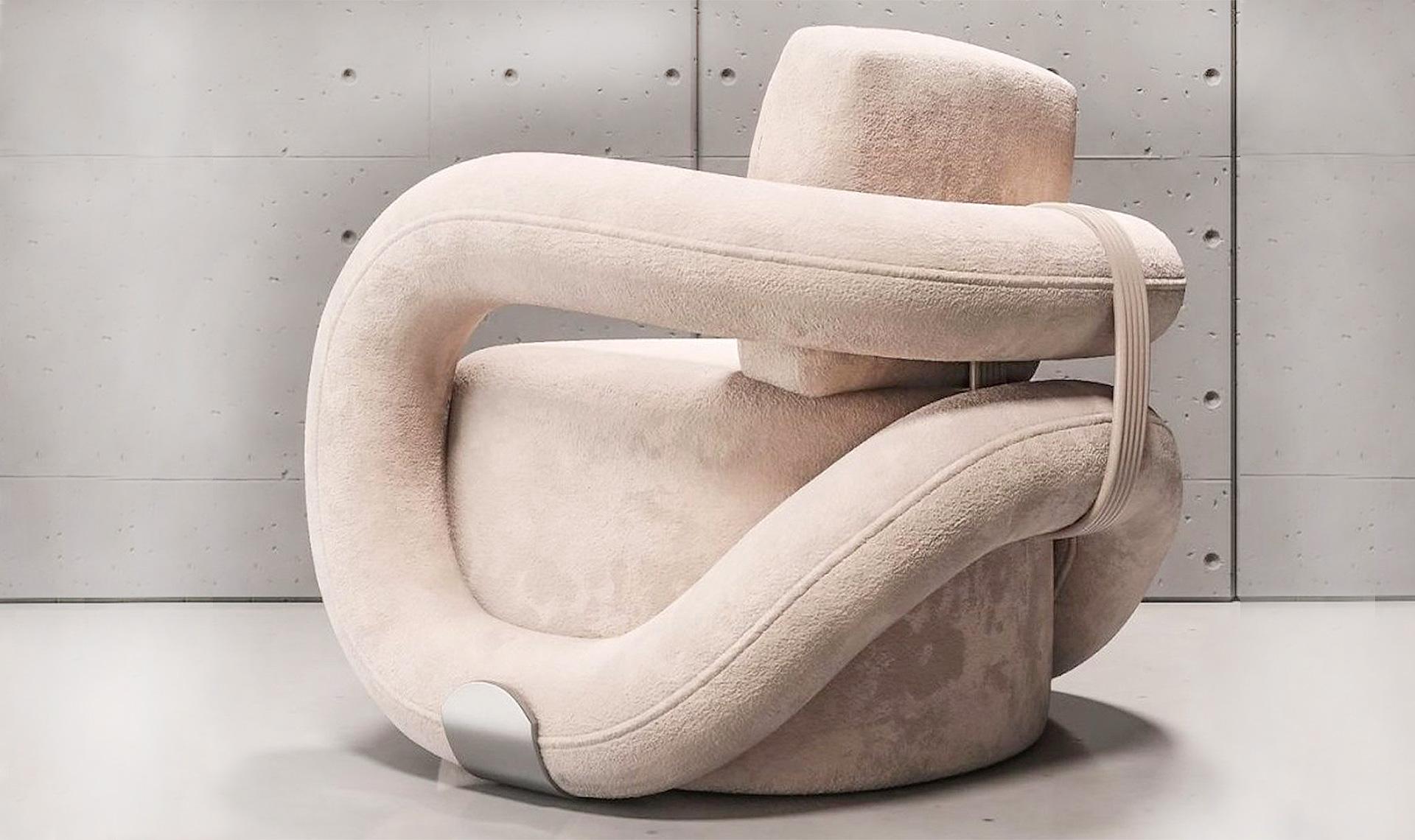 Наталья Комарова: кресло со знаком бесконечности