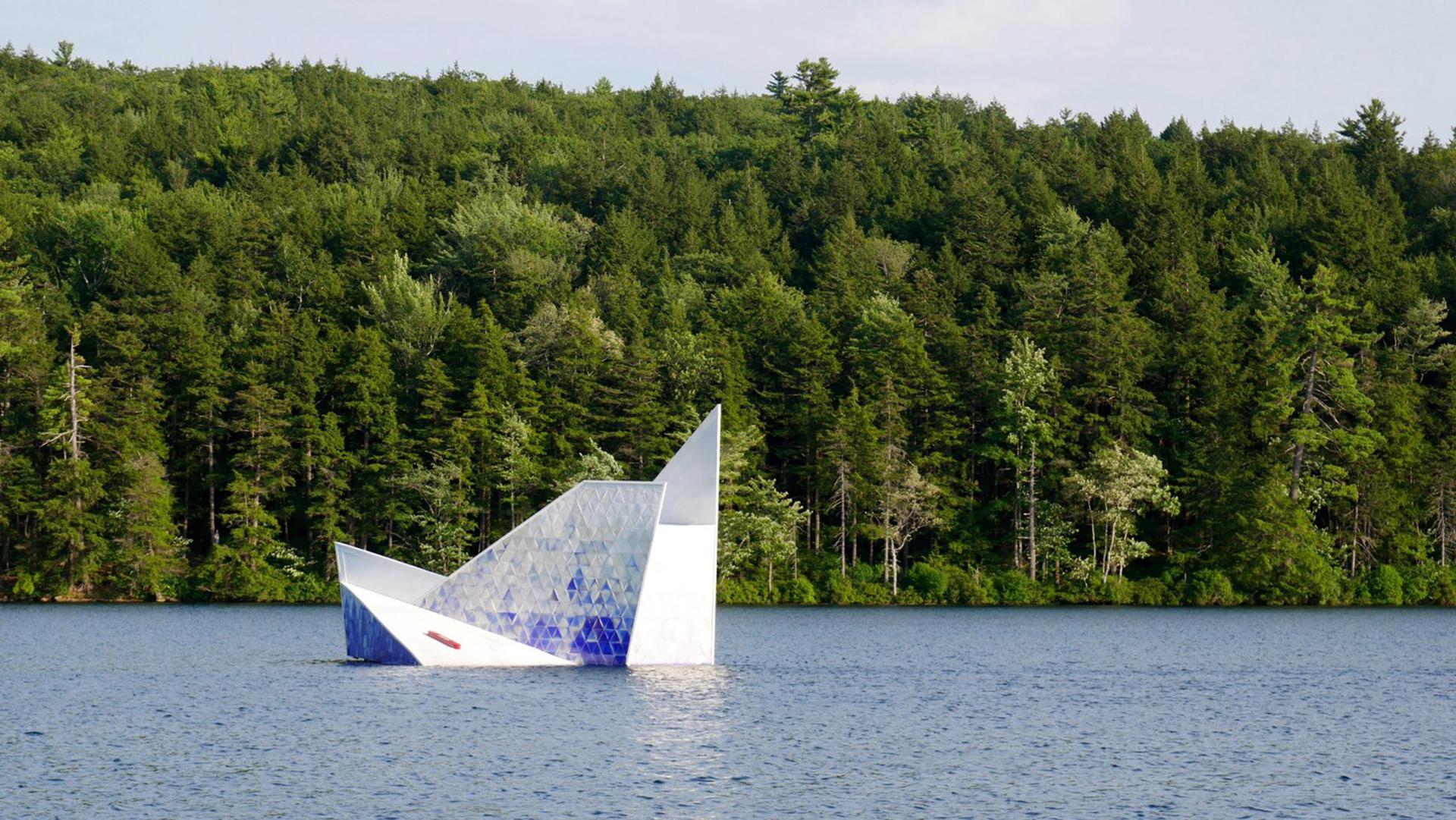 Тающий «Айсберг» на английском озере