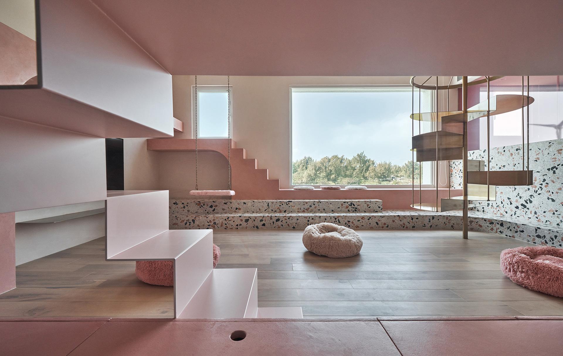 KC Dеsign Studio: розовый дом с мебелью для кошек