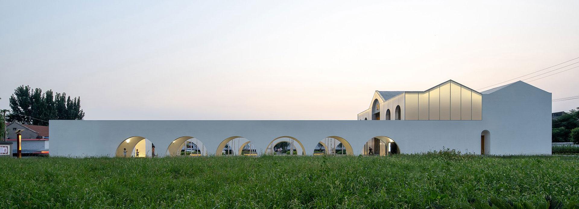 Studio 10: общественный центр в деревне