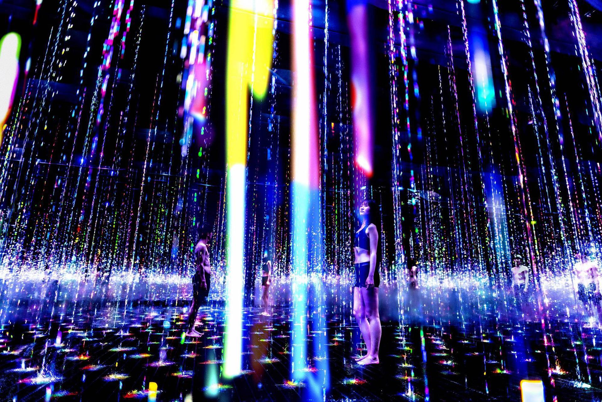 Иммерсивная выставка teamLab и TikTok в Токио