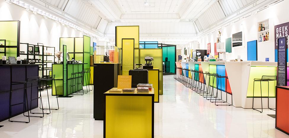 Мода и технологии в парижском универмаге