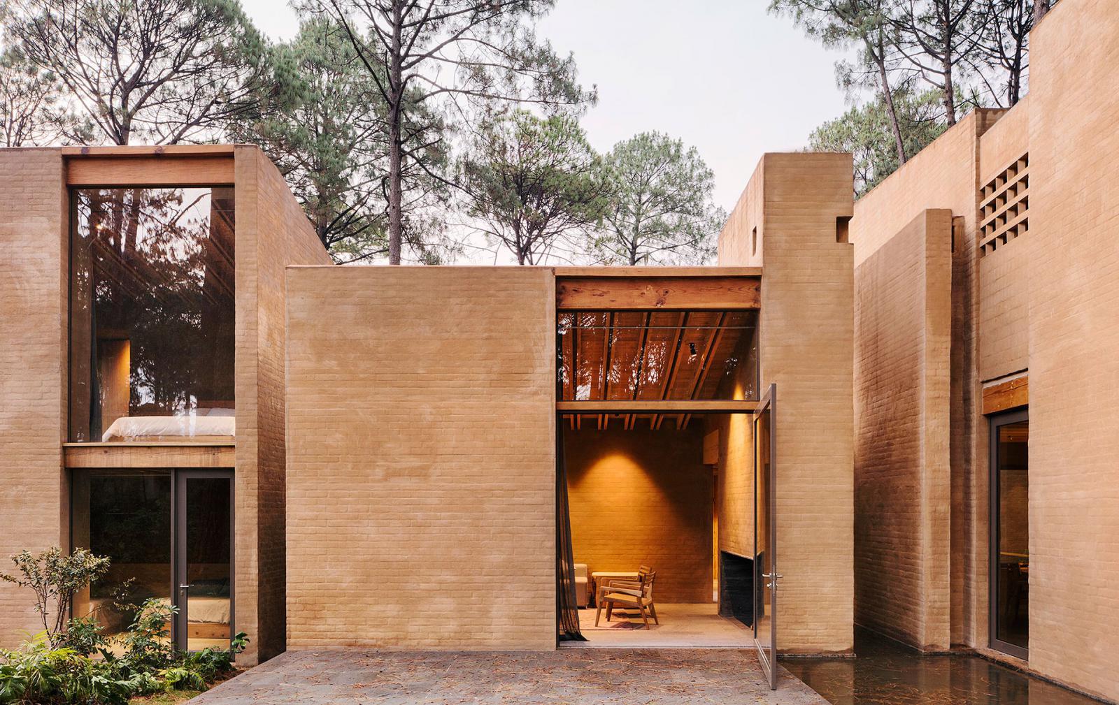Taller Hector Barroso: пять домов в мексиканских соснах