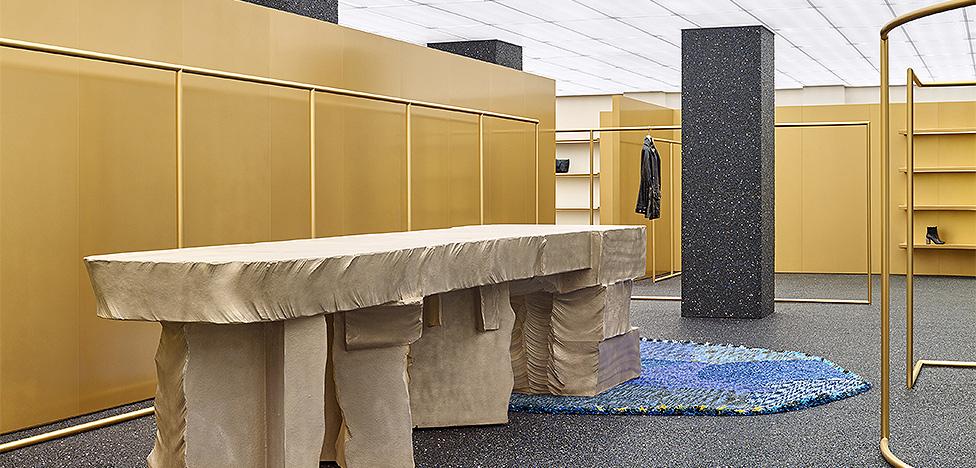 Бутик Acne Studios в Нью-Йорке: золото и бронза