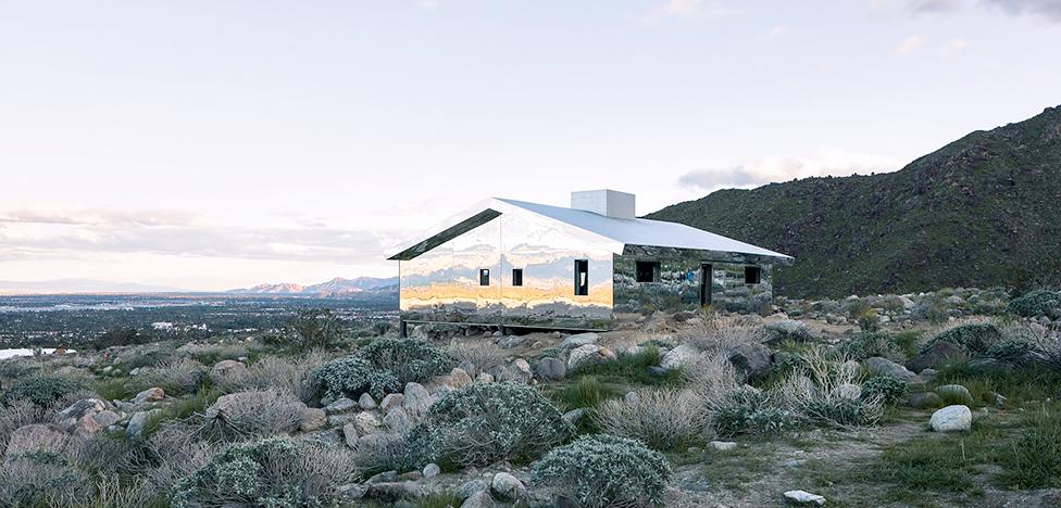 Даг Эйткен: зеркальный мираж в калифорнийской пустыне