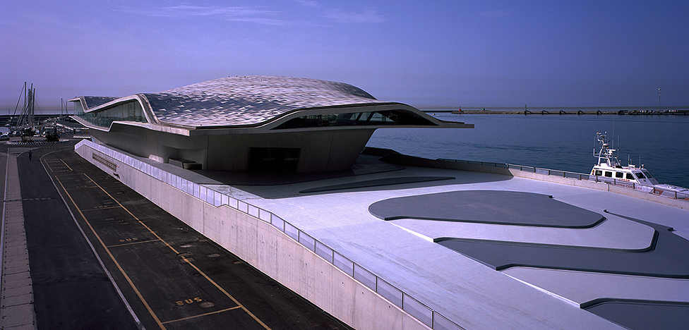 Архитектура Захи Хадид: терминал в Салерно