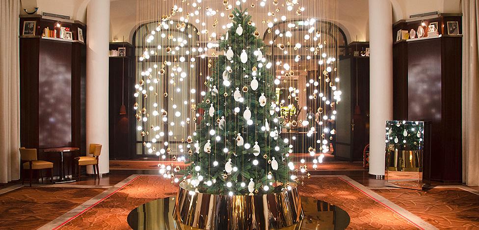 Merry Christmas! Рождественские елки в отелях и парках