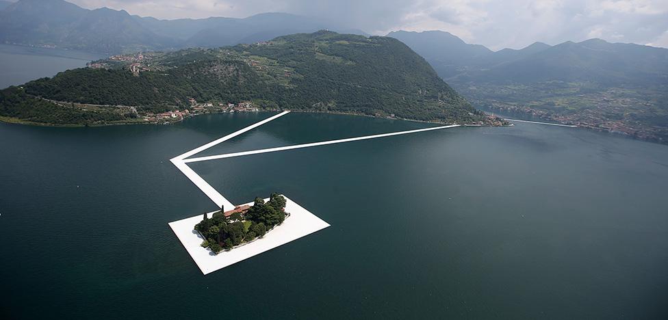 Художник Христо на озере в Италии: прогулки по воде