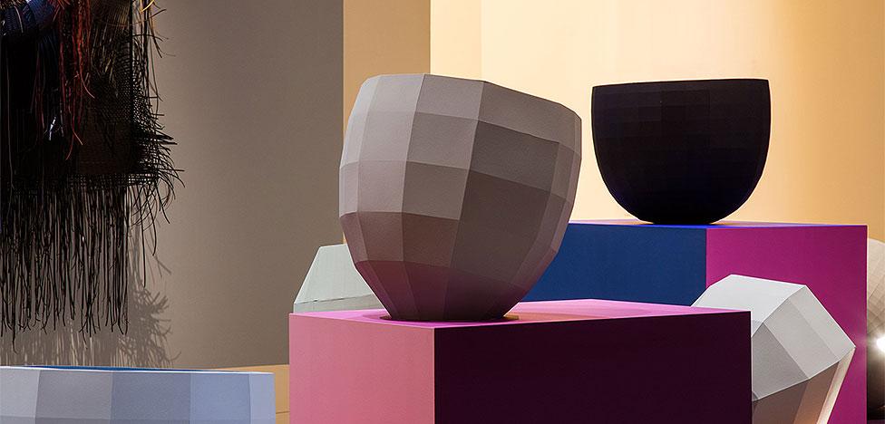 Какого цвета «нестабильность»? Выставка Хеллы Йонгериус в Лондоне