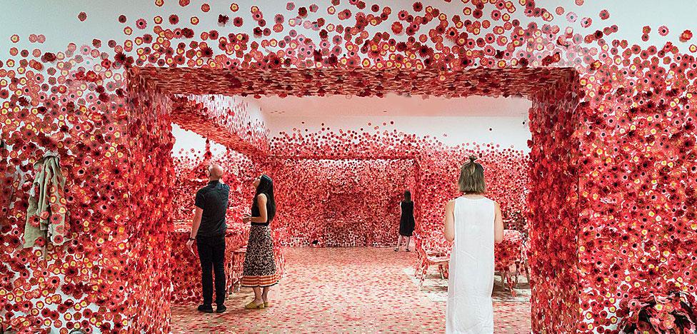Цветы и одержимость Яёи Кусамы