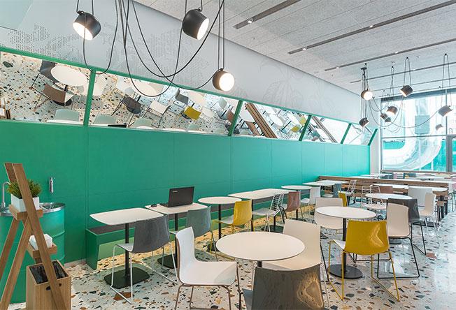 V12 Architects: зеленый сад в кафе
