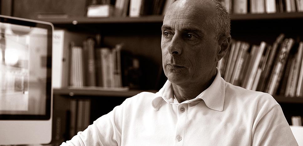 Массимо Кастанья (Massimo Castagna): богатые материалы и благородная форма