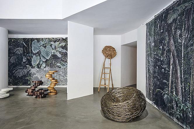 Dilmos: сырая земля в миланской галерее