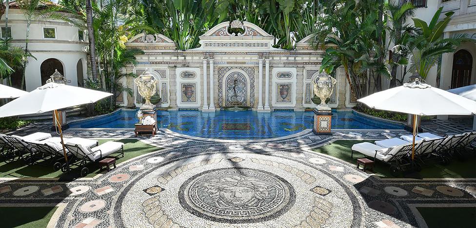 Дом Версаче в Майами-Бич: золото и леопарды для телесериала