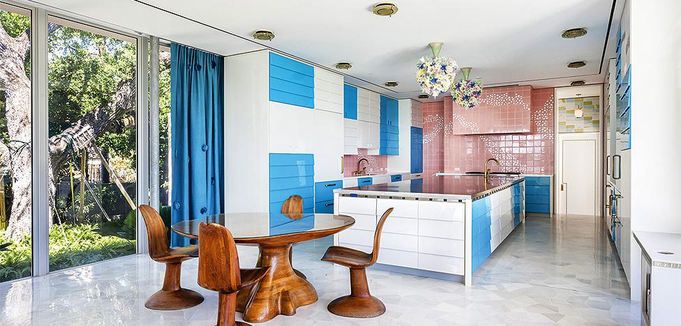 Счастливые комнаты: 8 кухонь и столовых от звездных авторов