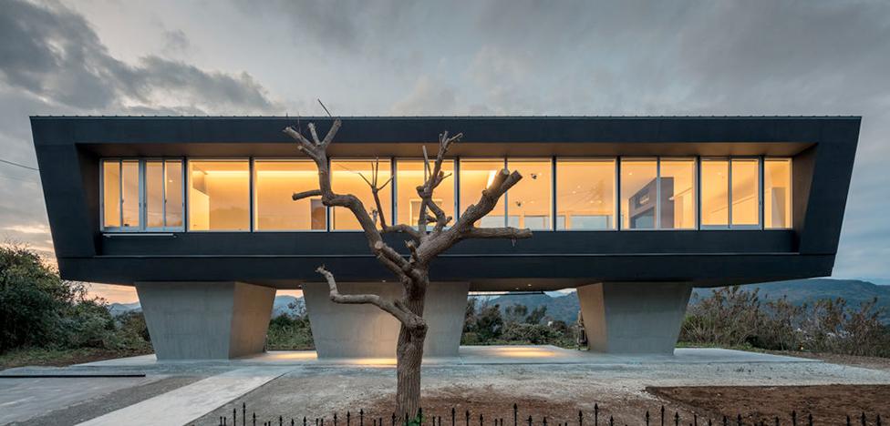 Hiraoka Architects: дом на вершине холма