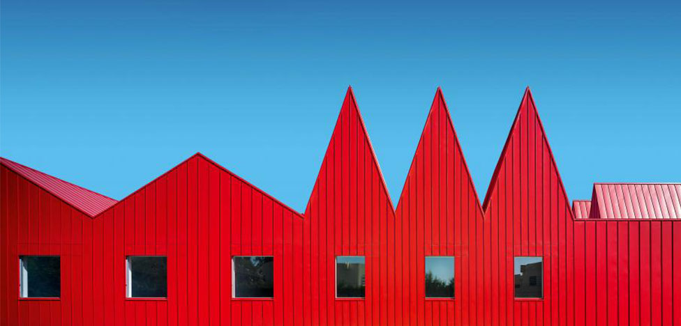 Красный: архитектура в монохроме