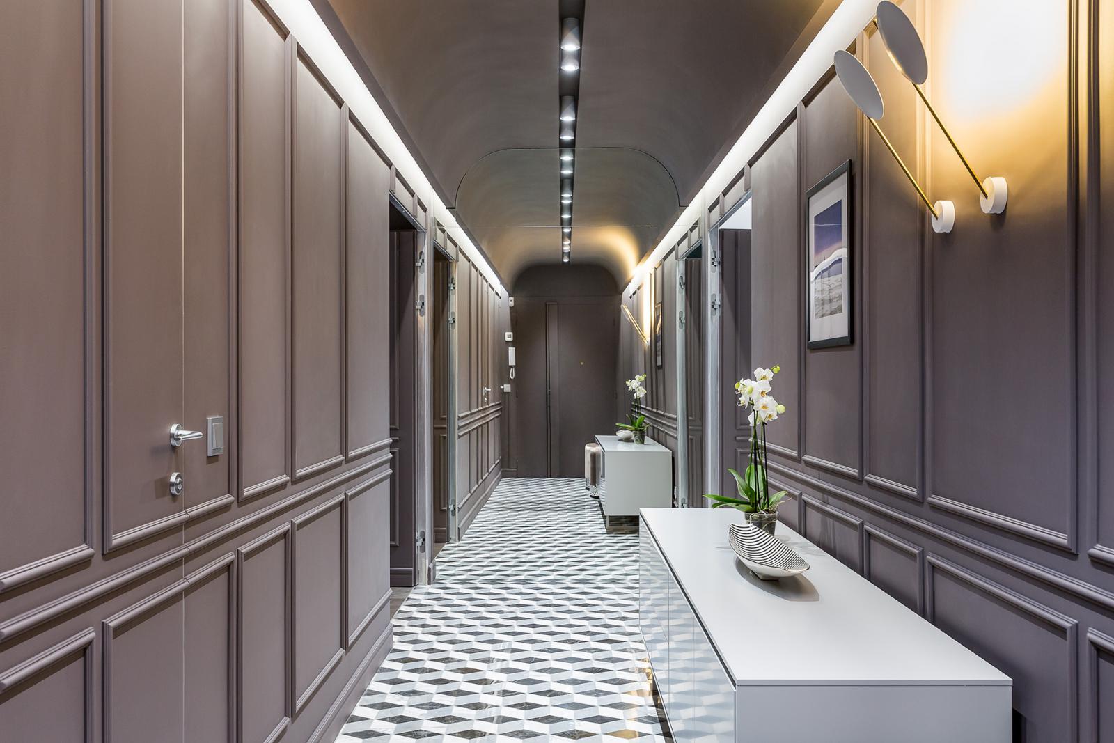 Узкий коридор: 15 красивых вариантов