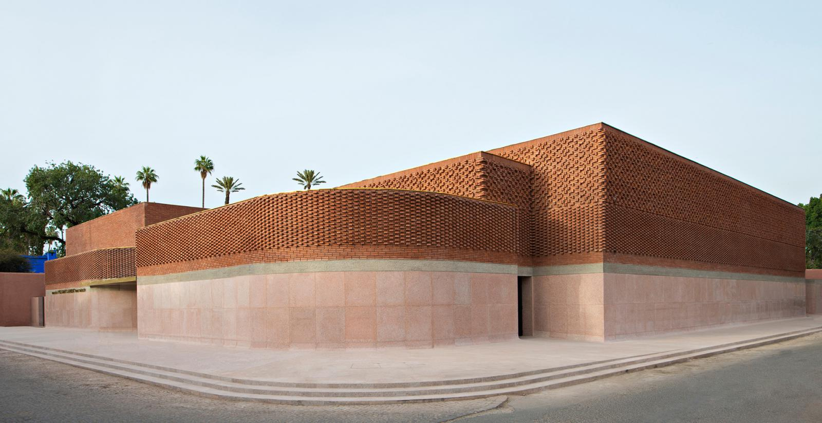 Studio KO: терракотовый памятник Иву Сен-Лорану в Марокко