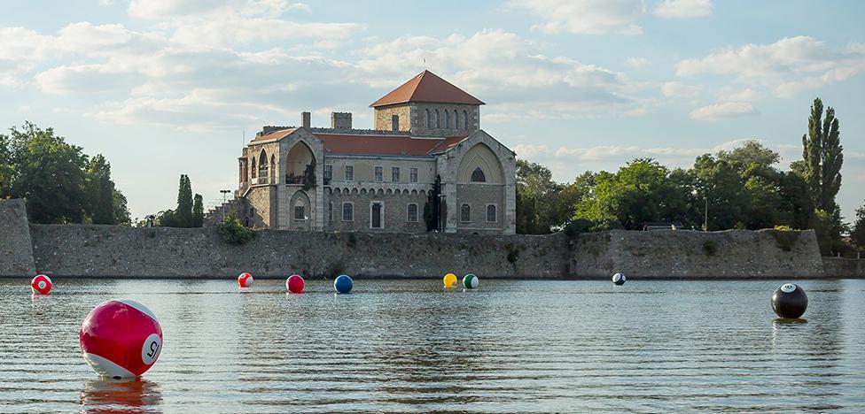 Винце Отто: бильярдные шары на озере