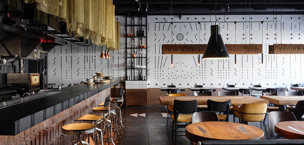 Studio 8: ресторан с азиатским баром и мотивами племенных индейцев