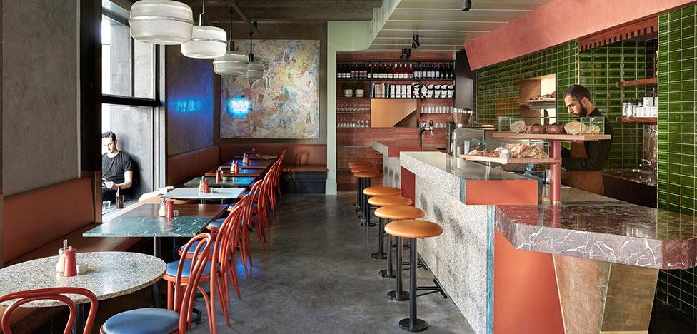 Flack Studio: яркое кафе в духе французских 1930-х