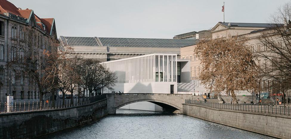 Дэвид Чипперфильд построил James Simon Galerie в Берлине
