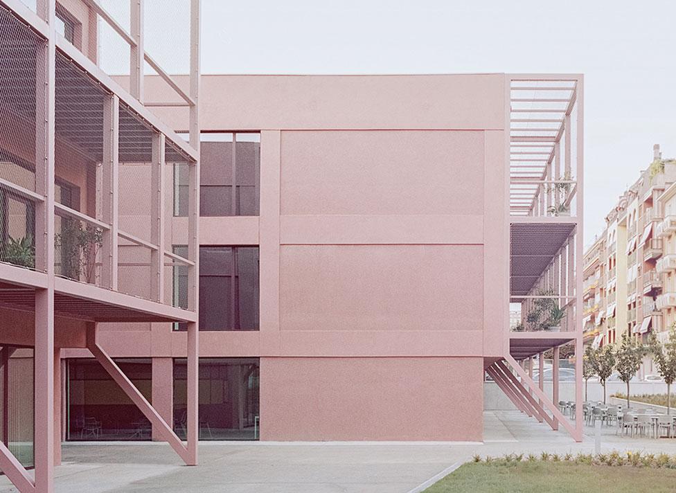 Розовая школа в Турине по проекту BDR bureau