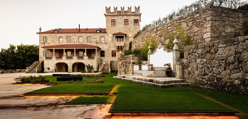 Замок из сказки по проекту Элизабет Салданья