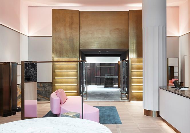 Первый мужской бутик Apropos в Гамбурге и его розовый диван