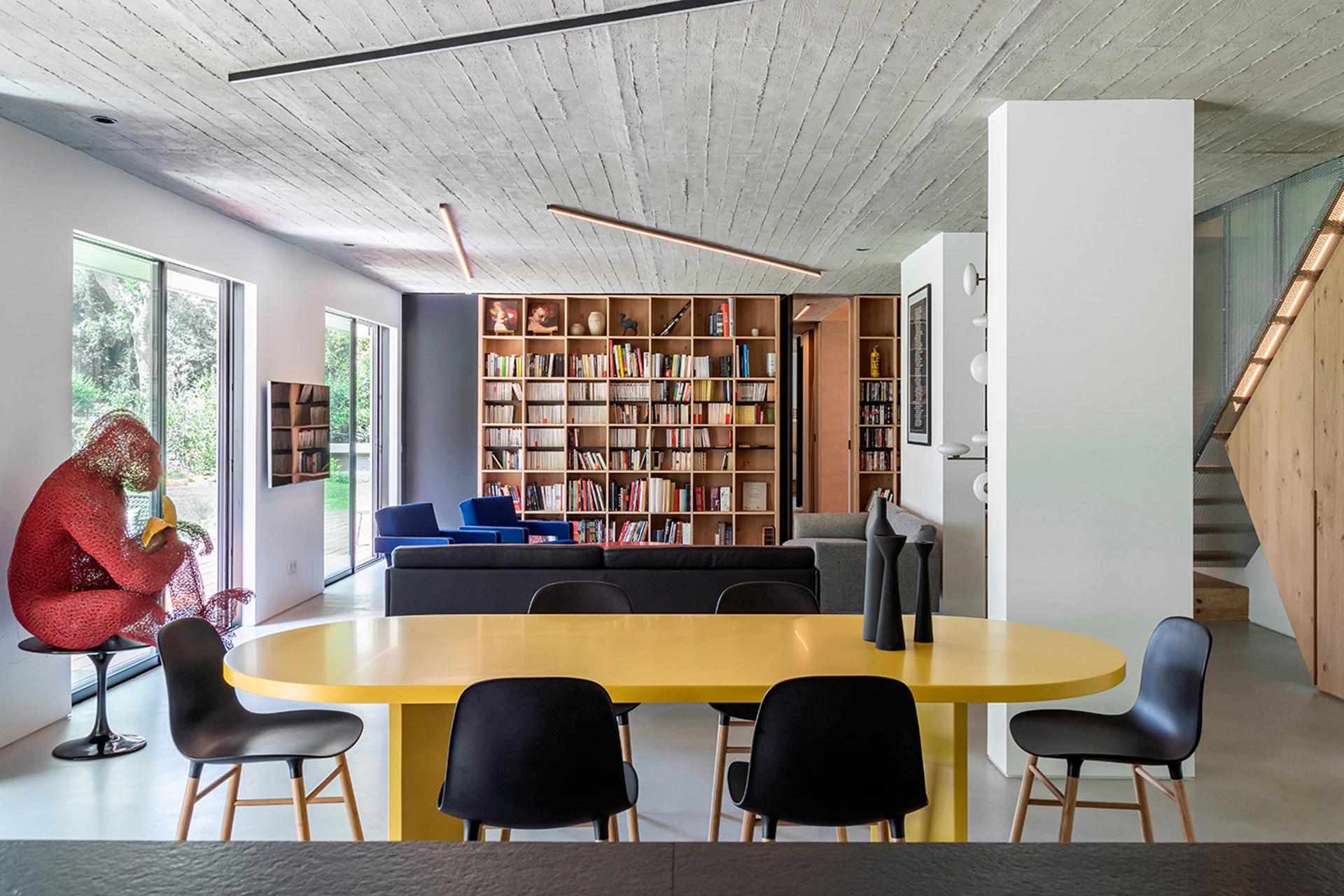Toledano + Architects: парижский дуплекс с перфорированной лестницей