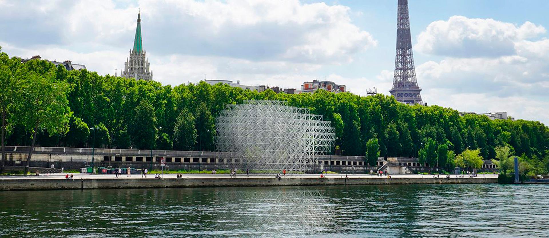 Винсан Леруа: инсталляция-туманность на берегу Сены