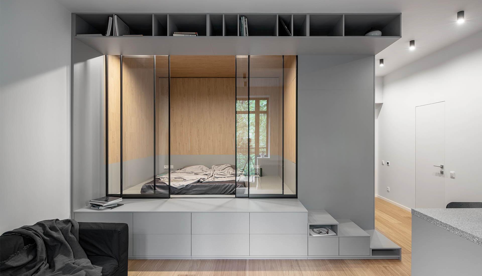 Спальня в маленькой квартире: 5 решений с планировками