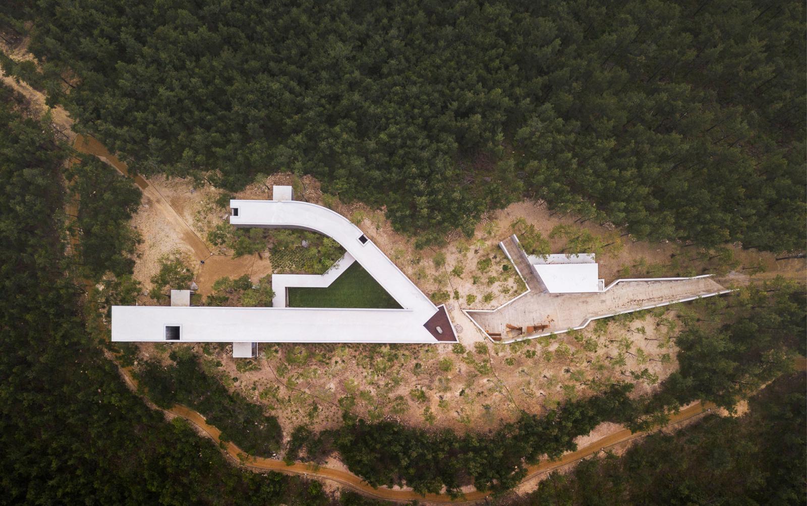 Алвару Сиза: в поисках бесконечности