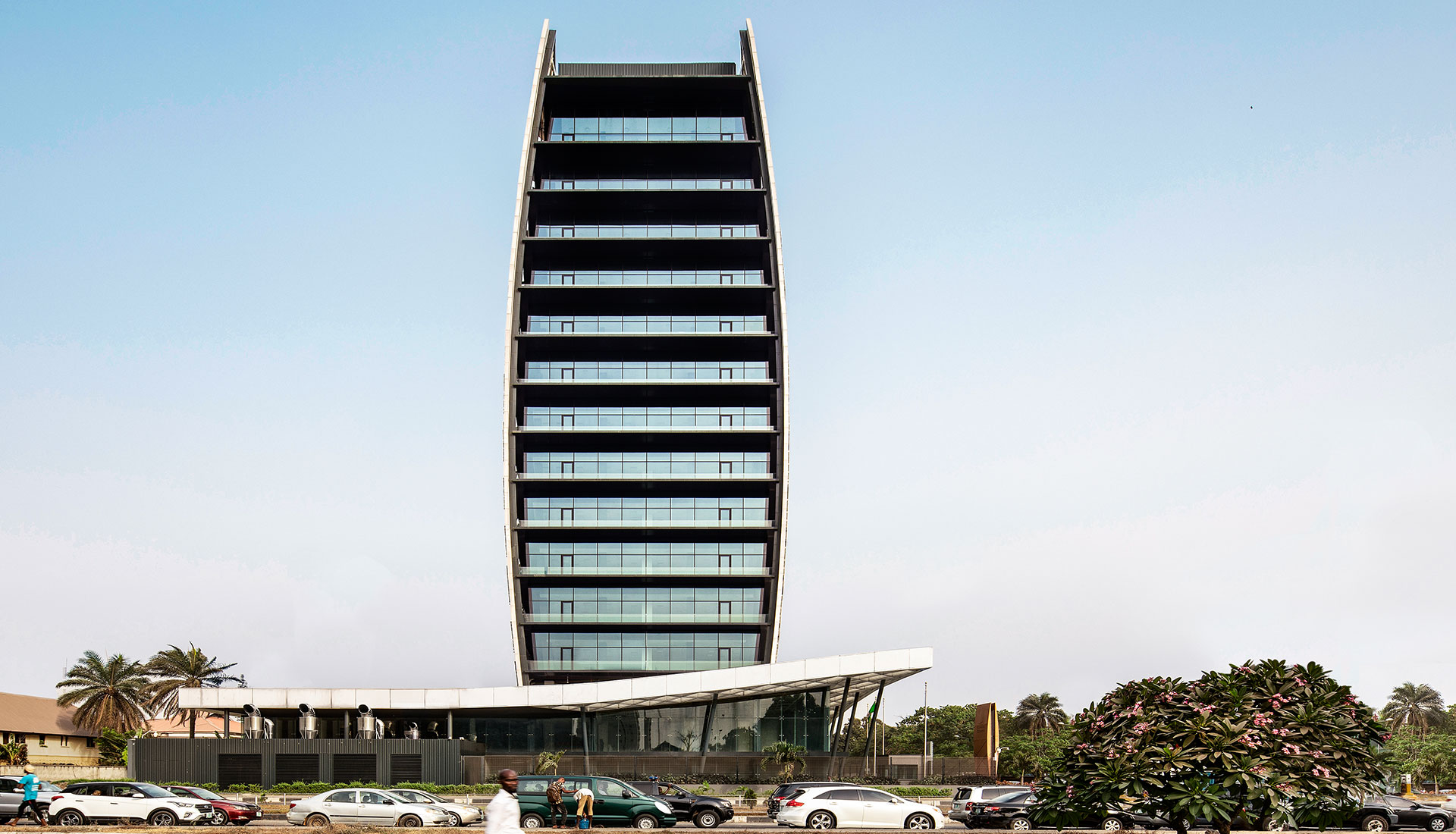Здание нового поколения в Нигерии по проекту SAOTA