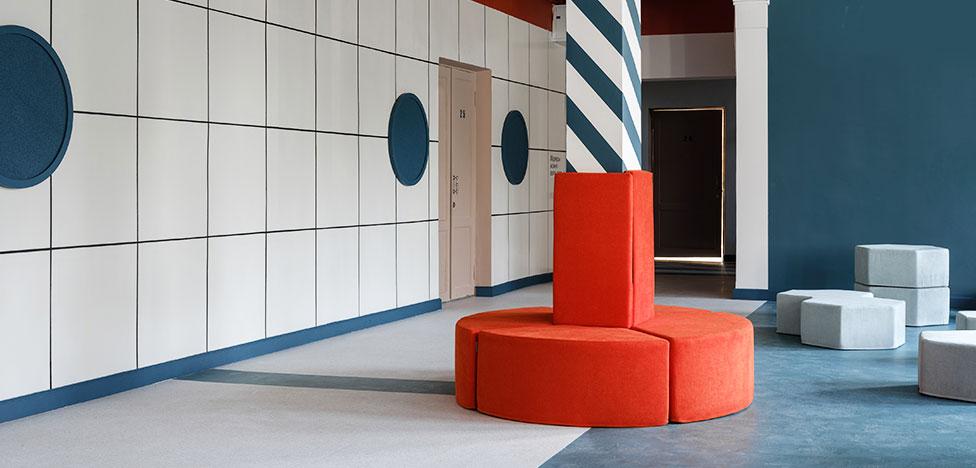 Дизайнер Мия Карлова изменила имидж московской школы