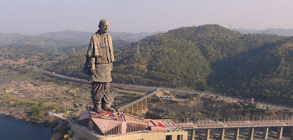 Самая большая статуя в мире поставлена в Индии