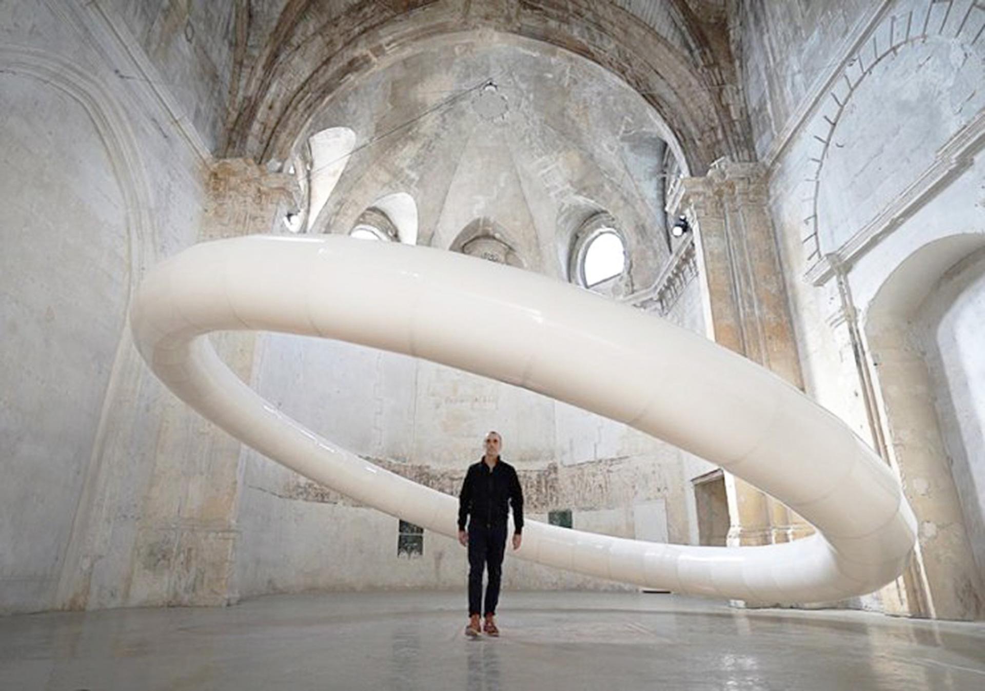 Винсан Леруа: инсталляция во французской церкви