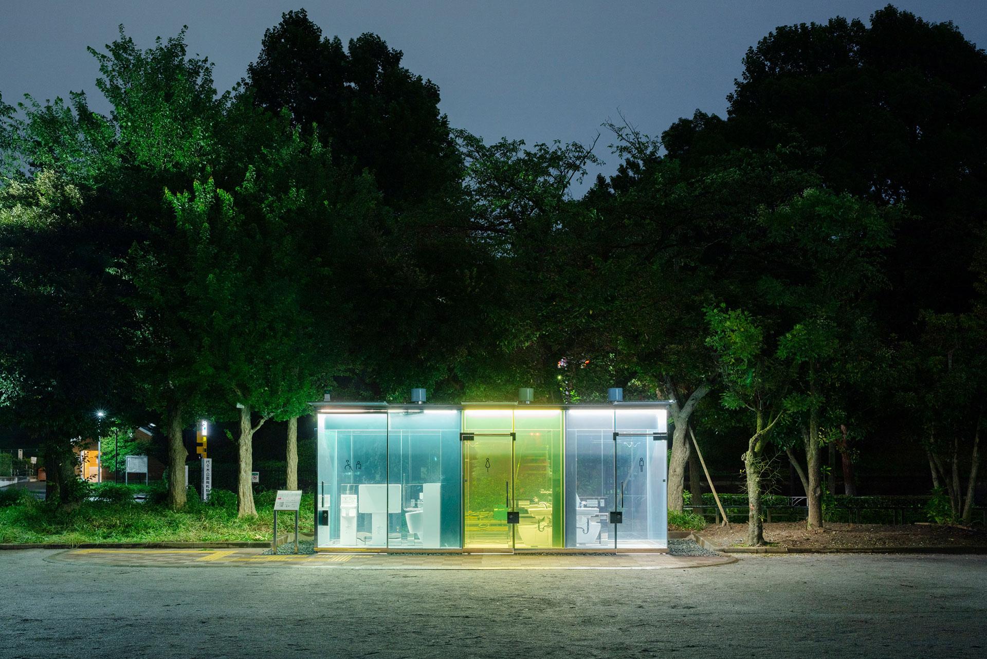 Шигеру Бан построил в Токио прозрачные туалеты