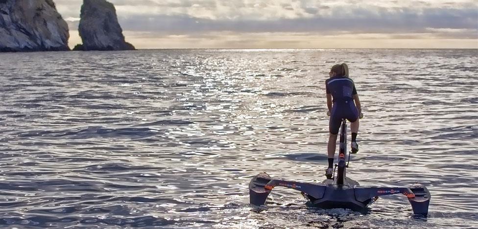Водный велосипед от экс-дизайнера BMW