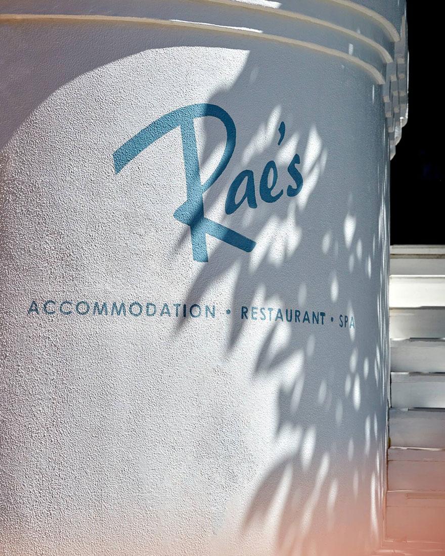 Отель Rae's on Wategos фото